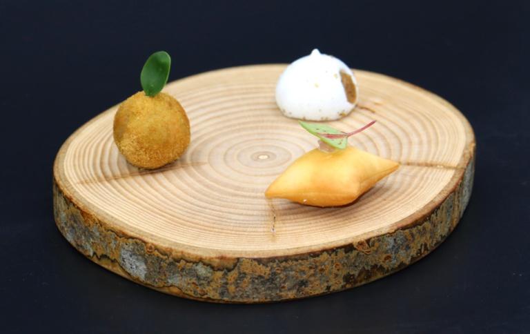 AB cromesquis foie gras / macaron choucroute / coussinet fumé ©Sandrine Kauffer
