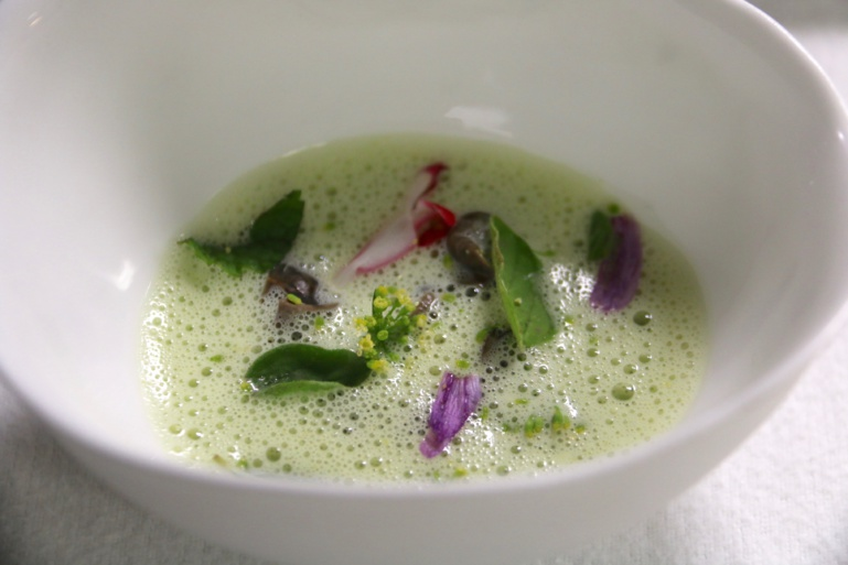 Pour débuter la Provence en une seule cuillère, avec des escargots dissimulés (E.L.)