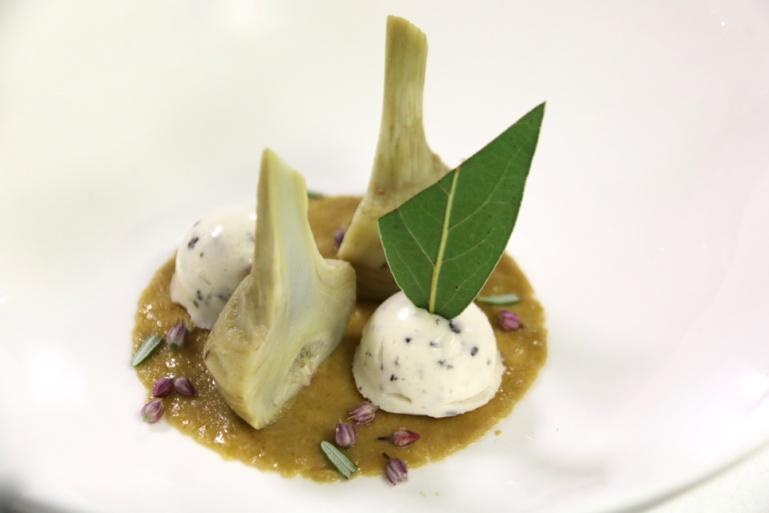 Artichauts poivrade de Petit Palais à la barigoule, truffe, laurier, romarin, tartiné d'olive (E.L.)