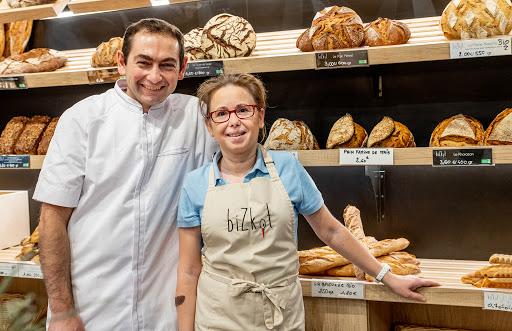 Le pain, lamalas et kouglofs sont fournis par la boulangerie Bizkot à Colmar