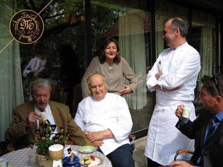 Gaby Massenez assis à coté de Paul Haeberlin. Avec Danielle et Marc Haeberlin (photo archive)