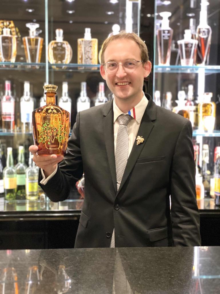 """Romain Iltis déguste la nouvelle liqueur """"Dom Pacello Royal Orange"""" de chez Massenez ©Sandrine Kauffer-Binz"""