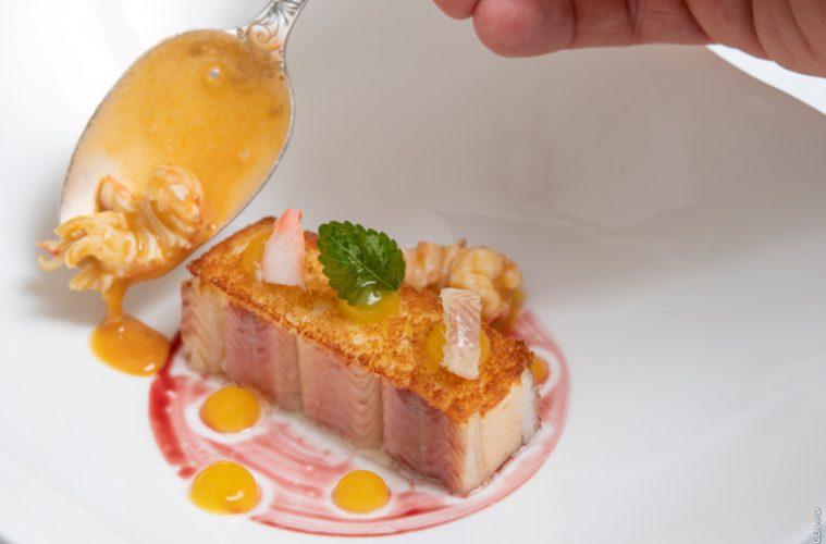 L'Anguille et l'écrevisse, comme un gâteau croustillant, Nantua infusé à la mélisse ©Cook and Shoot