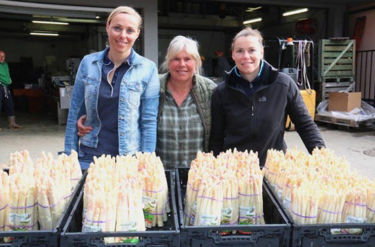 """""""Les 3 Alsaciennes"""" : Clarisse et ses deux filles Amélie (à gauche) et Pauline à droite - ©S. Kauffer-Binz"""